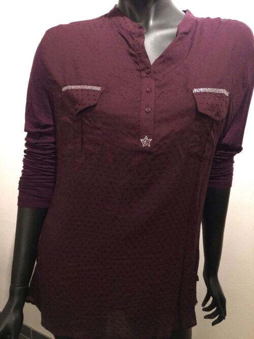 blommefarvet skjorte
