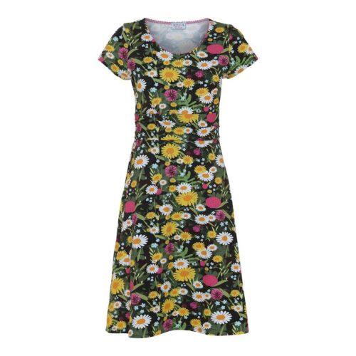 kjole med sommerblomster på