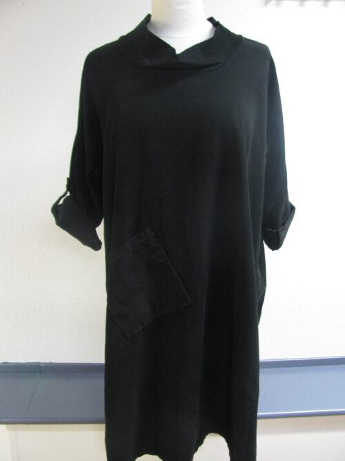 sort fløjlskjole med ståkrave