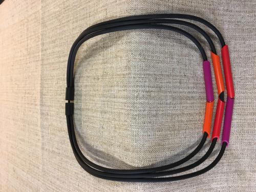 halskæde med farvede vedhæng