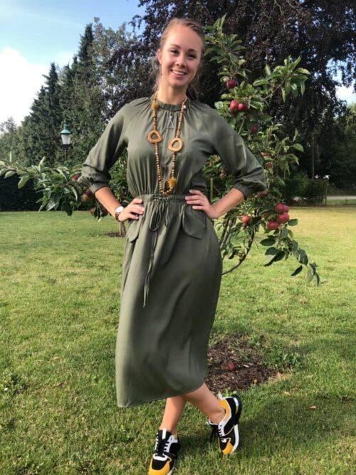 Kjole med bindebånd og lommer