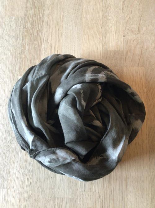 tørklæde i batik mønster