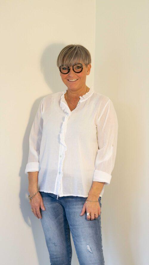Hvid bomuldsskjorte med blonde