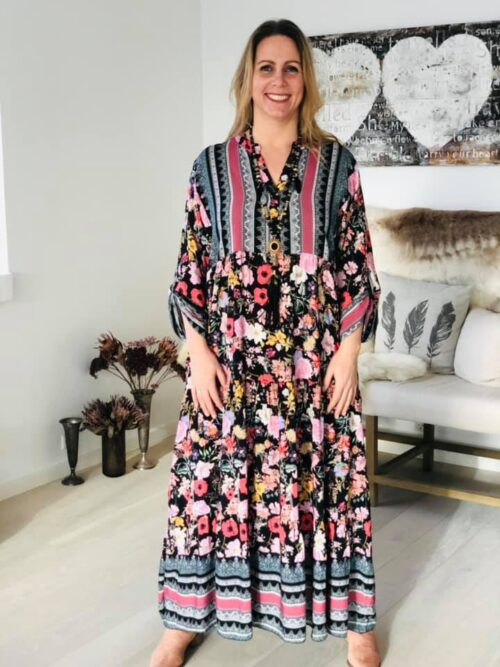 PLUS SIZE WOMAN lang kjole med blomster