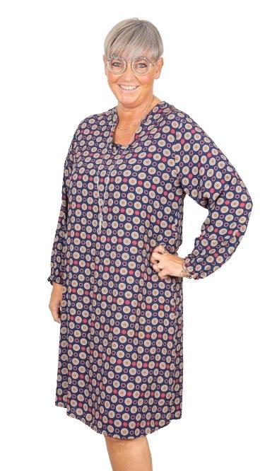 Janne K kjole med cirkler blå